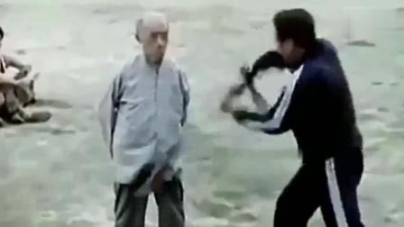 """珍贵视频! 80年代的少林高僧""""海灯法师""""表演金钟罩, 满满的真功夫"""