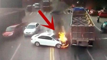 女司机这是被大卡车撞傻了么, 下一秒让人无语!