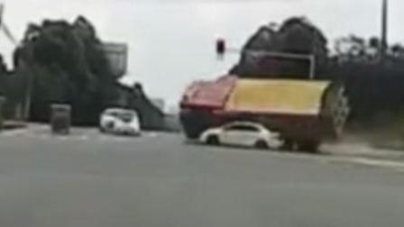 成都渣土车侧翻压到小轿车 已致2人死亡