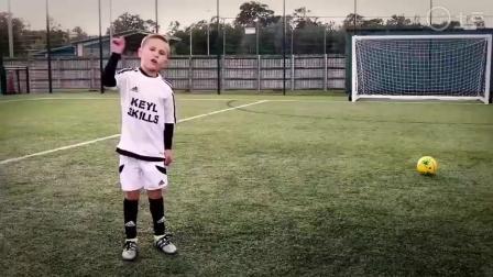 英国8岁足球神童球技吊炸天, 有没曼联C罗的感觉