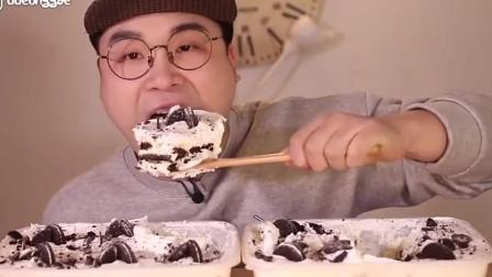韩国大胃王胖哥吃大蛋糕, 甜甜的软软的, 吃着好过瘾啊