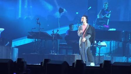 陈奕迅演唱会再唱成名曲《十年》嘻哈的表演风格, 引全场欢呼