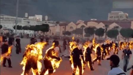 32名南非特技演员放火烧自己