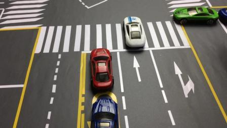 交通解说: 红绿灯十字路口, 左转和直行同时放行这样走不算闯红灯