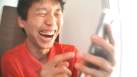 爆笑! 小伙玩手机无意中看到了王健林搞笑语录, 差点儿笑晕! 轻松一笑 开心一笑 搞笑段子