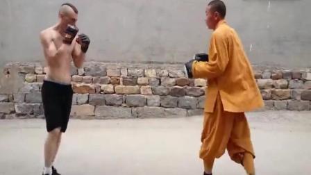 老外认为少林功夫不实战 结果他和少林武僧切磋后服了