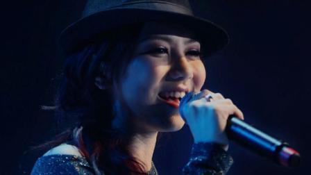 这首歌是当年别人挑剩的, 唱片公司给了邓紫棋, 不料到被她唱红了