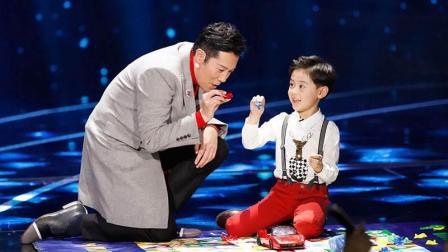 蔡国庆和儿子登台合唱, 真没想到, 原来蔡国儿子唱歌都这么好听