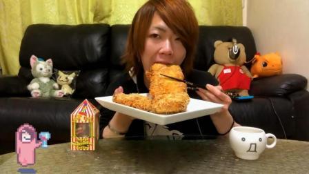 日本大胃王耳机小哥, 吃金黄的炸肉排, 超大一块, 吃的太过瘾了