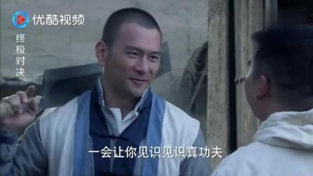 小伙看到穿防化服的日本鬼子, 以为是要演杂技