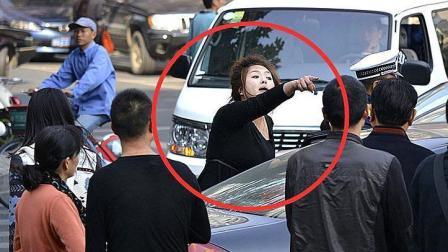 女司机逆行撞车, 不仅不道歉还下车骂人, 之后惨被自己车碾死!