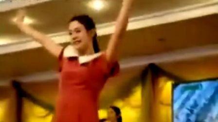 优美的朝鲜妹妹歌舞【全是大美女】。。。