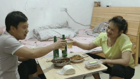 老婆让老公下去买啤酒, 老公以为老婆良心发现, 结果全是烦心事