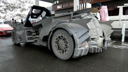 加油站来了一辆蝙蝠战车, 打开车盖那一刻才知道有多霸气