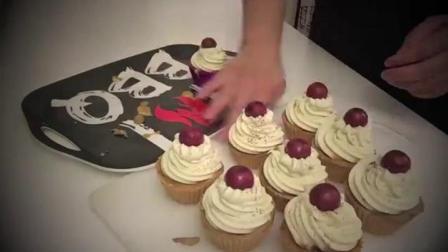 巧克力樱桃蛋糕手工皂制作过程实拍