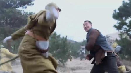 地雷战:子弹打完改拼刺刀,连长带兵与鬼子搏斗,狂殴鬼子队长