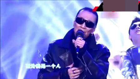 79岁谢贤翻唱儿子成名曲《因为爱所以爱》, 气势不输谢霆锋!