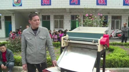 农民大叔发明山茱萸去核机, 全自动代替人工干活, 一天加工500斤