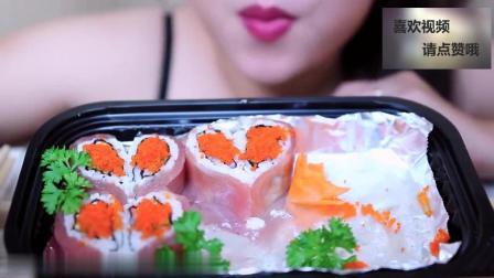 看看美女怎么吃鱼籽寿司, 吃的津津有味, 发出的咀嚼声真好听