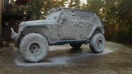 脏脏的吉普来洗车, 当洗车工打开水枪那一刻, 才是见证奇迹的时刻