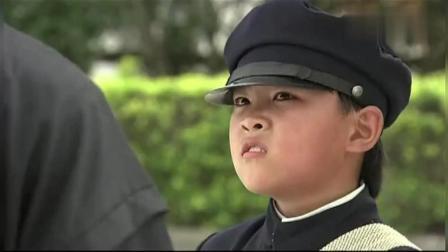 日本人侮辱一中国小孩, 还动手打他, 结果被中国小孩打倒在地