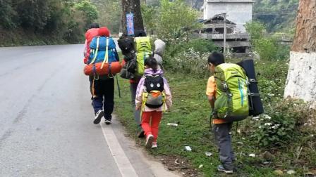厉害! 江西父亲带6岁女儿徒步旅行15000公里, 培养孩子探索精神