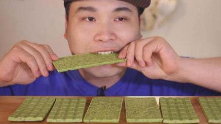 韩国大胃王胖哥吃抹茶巧克力, 咬一口脆脆的, 听咀嚼音吃的超带劲