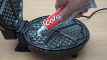 当牙膏遇到电饼铛会怎样? 看到它的惨状你就知道, 太厉害了!