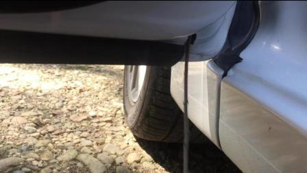 车子上的排水孔你清理过吗? 等车漏水就晚了!