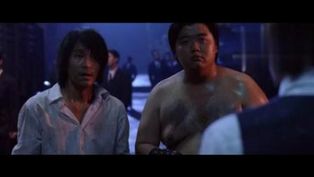 被斧头帮抓住后, 星爷用绝学开锁, 才救了胖兄弟一命