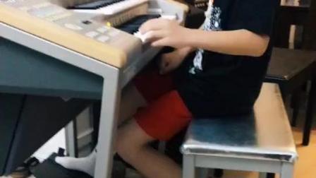 有才, 8岁小正太双排键演奏网络热门歌曲