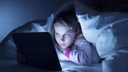 长期熬夜对人体有哪些危害? 4个理由, 让你天天按时睡觉