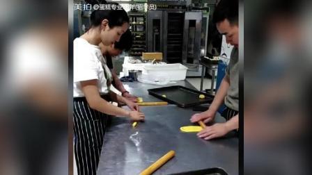 美拍视频: 南瓜奶酪面包制作#美食#