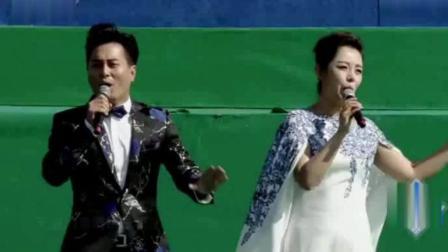 云飞和李菲菲现场合唱《守望相助》, 比和小师妹云朵合唱更好听!