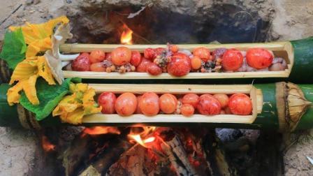 野外做饭: 农村小哥秘制竹筒鸭蛋, 这道菜可是大补啊!