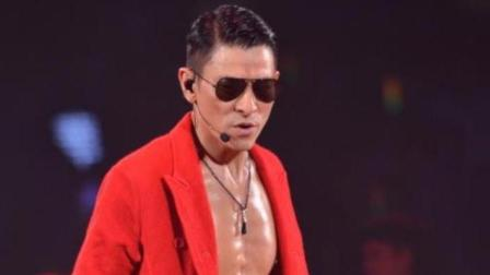 不愧是天王! 56岁的刘德华边唱边跳, 把晚会唱成了个人演唱会