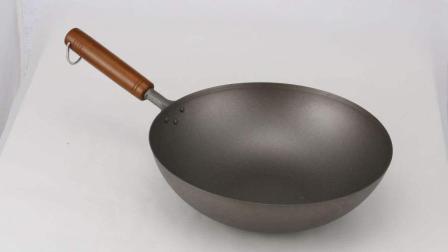 厨师培训班学员用石子连颠勺, 网友: 人生中第一道硬菜!