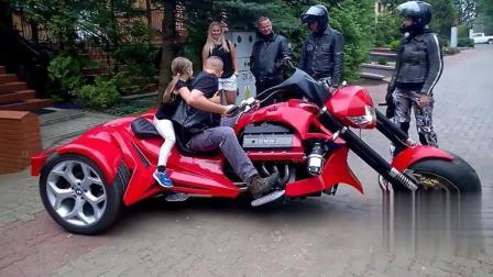 外国街头上演最奇葩三轮摩托车, 能漂移 能下水, 那叫一个酷!