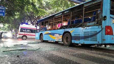 四川乐山公交车爆炸15人受伤 嫌疑人已被控制
