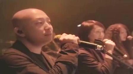 许嵩翻唱经典《爱江山更爱美人》老歌新唱, 多了几分随性洒脱