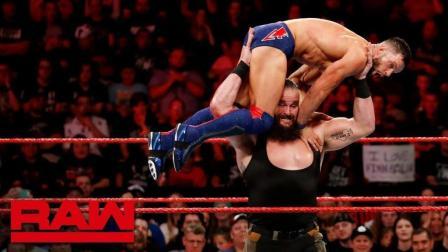【RAW 06/18】芬巴洛尔主动要求人间怪兽将自己举起 并且扔向场外