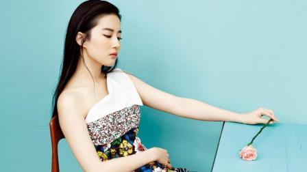 刘亦菲在街头和干爹陈金飞动作亲密, 网友惊呼: 实在难以想象!