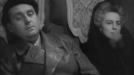 《失踪的女人》爱丽丝晕过去了 医生建议她多休息