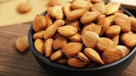 每天吃几粒杏仁, 好处真不止一点, 但医生却说这几种人不能吃