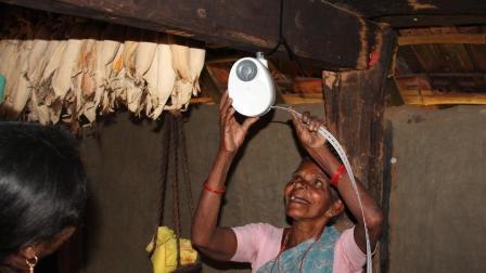 为穷人造的发电机, 拉动1分钟照明1小时, 以后不用交电费!