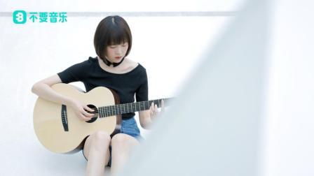 """轻快的吉他弹奏化解了这首歌高冷的""""都市感"""""""