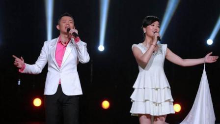 凤凰传奇组合现场演唱《最炫民族风》全场观众跟着打节拍