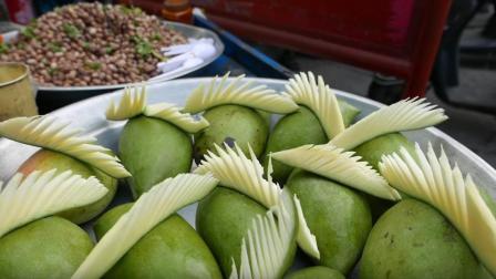 还没成熟的青芒果怎么吃? 看了印度人的奇葩吃法, 长见识了