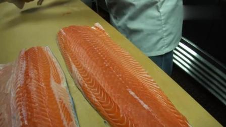 大厨现场演示三文鱼整鱼的处理, 刺身爱好者看过程就是享受