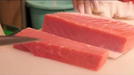 日本大厨处理三文鱼刺身切片技巧